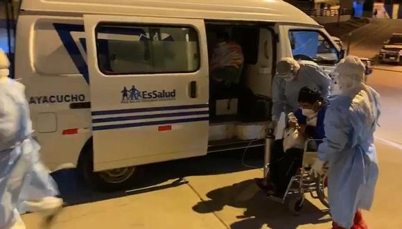 De forma improvisada trasladan 30 pacientes de Essalud al Hospital Regional de Ayacucho