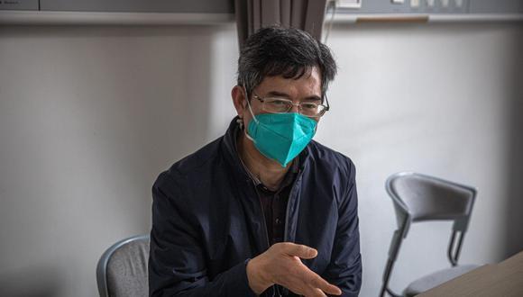Foto de archivo, tomada el 1 de abril de 2020, del neumólogo Hu Ke, durante una entrevista celebrada en Wuhan (China). (EFE/ROMAN PILIPEY).