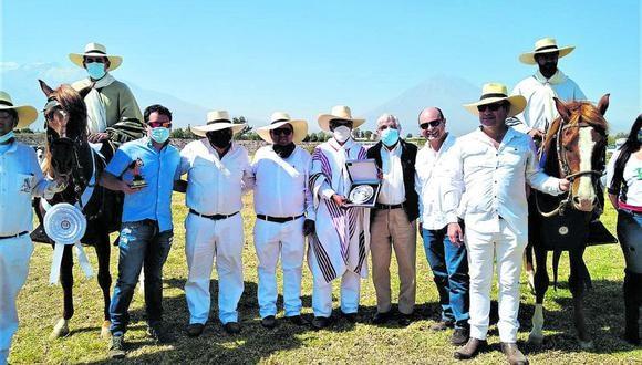 Autoridades de la provincia de Arequipa, así como del Ejército Peruano acudieron al hipódromo.(Foto: Julissa Herrera)