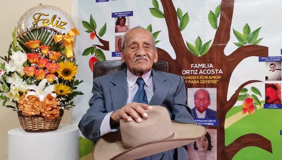 Chiclayo: abuelito cumplió 100 años de vida y lo celebró recitando su propio poema (Foto: Sandro Chambergo)