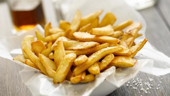 Las agradables papas fritas no pueden faltar en nuestro plato de comida rápida.