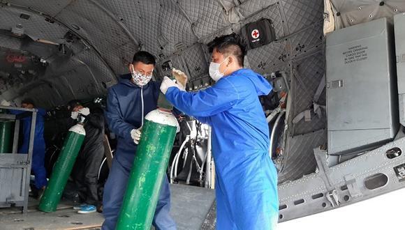 Implementan puente aéreo para enviar 40 balones de oxígeno a hospital de Moyobamba
