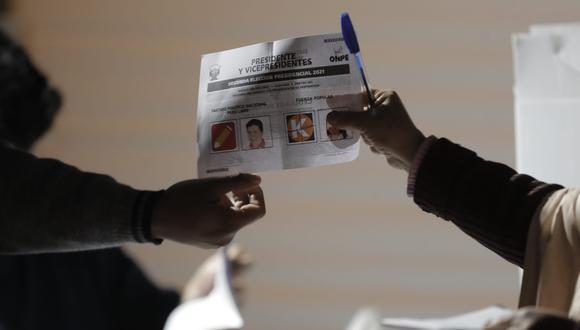 Keiko Fujimori, de Fuerza Popular, obtuvo 50.3% y Pedro Castillo, de Perú Libre, 49.7% de los votos, según la encuesta a boca de urna de Ipsos. (Fotps: Jorge Cerdan/@photo.gec)