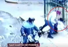 Cámaras captan asalto a mujer que fue arrastrada por delincuente tras resistirse al robo de celular en SMP (VIDEO)