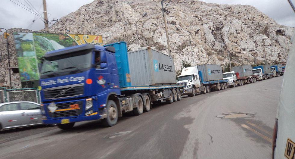 La Oroya: Más de 200 vehículos de carga pesada varados en la Carretera Central