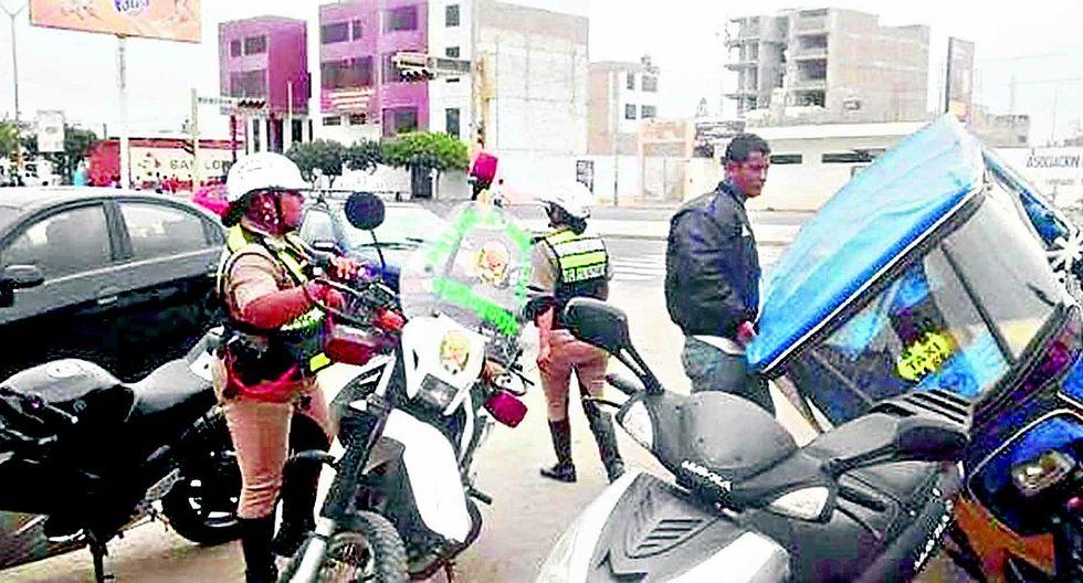 Delincuentes en mototaxi asaltan y arrojan a una gestante