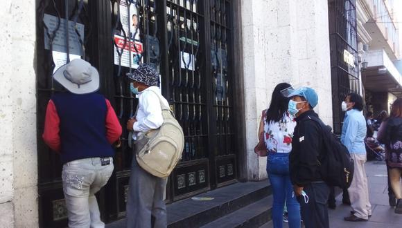 El Reniec seguirá cerrado hasta el día 18 de este mes, mientras que el Banco de la Nación hasta el día 15. (Foto: Correo)