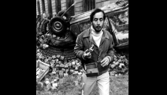 """El artista en París. Escultura luminosa, 1968. Archivo Centro de Estudios Jorge Eielson. [Foto: en """"Un lugar par ningún objeto""""]"""