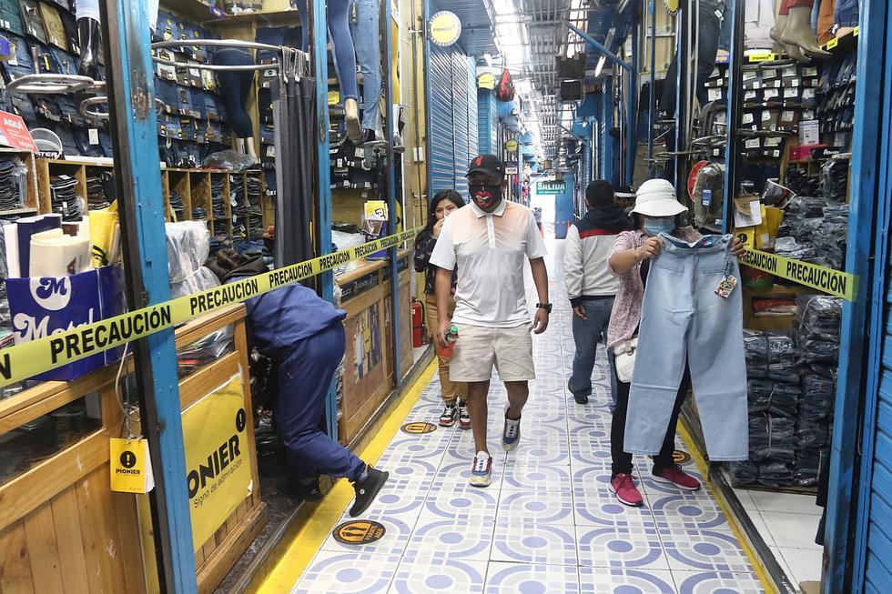 Tiendas, galerías y centros comerciales vuelven a atender (FOTOS)