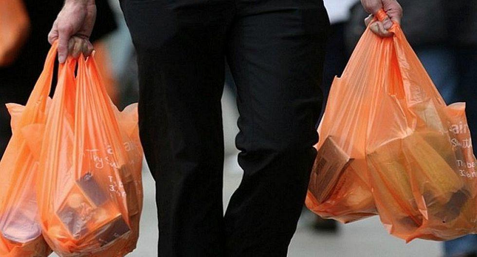 Locales comerciales de Miraflores no entregarán bolsas de plástico