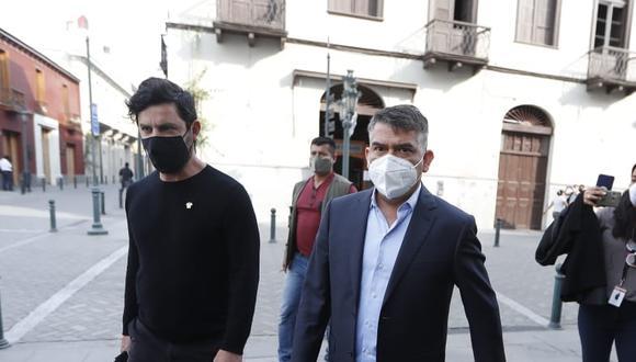 """Líder del Partido Morado repasa el año 2020 con su copartidario Daniel Olivares. Éste último se confiesa fumador de marihuana """"de toda la vida"""". (Foto: GEC)"""