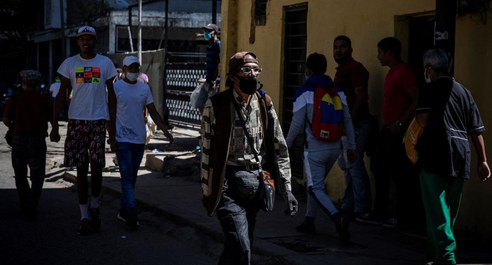 """En Venezuela rige actualmente una """"cuarentena radical"""" que ya suma un poco más de dos semanas a propósito del incremento de contagios de los últimos días, tras la llegada de la variante brasilera de COVID-19. (Foto: EFE)"""