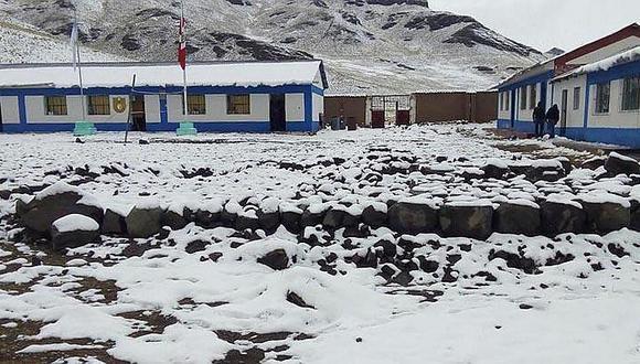 Autoridades suspenden labores escolares en la región Puno por fuertes nevadas