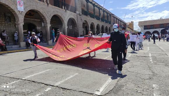 Estudiantes realizaron marcha por las principales calles