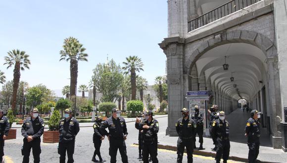 Manifestantes que rechazan a Manuel Merino y la decisión de la vacancia presidencial protestarán más tarde| Foto: Leonardo Cuito