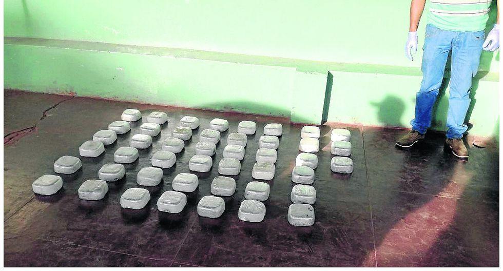 Policía interviene auto y halla 46 kilos de drogaescondidos en asiento (VIDEO)