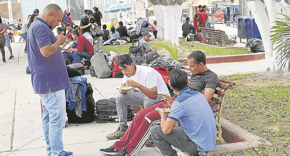 Venezolanos pasan penurias en la ciudad de Tumbes