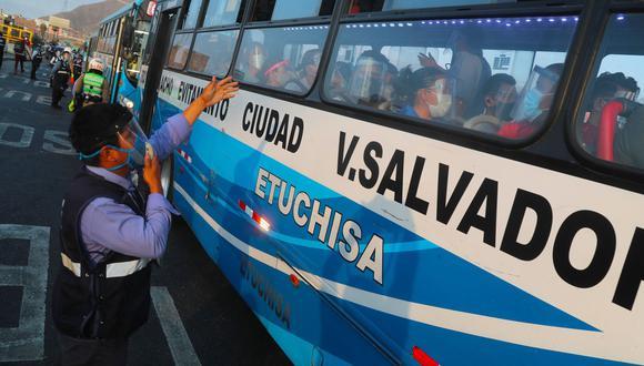 Los buses estarán en siete locales de vacunación con mayor afluencia de Lima y Callao, desde donde saldrán en promedio cada 45 minutos. Foto: Andina