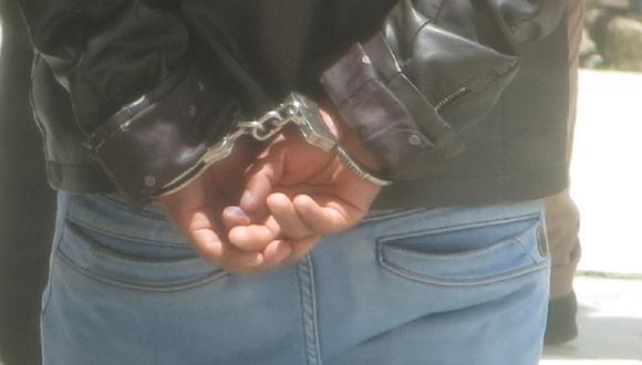 Sujetos fueron intervenidos y detenidos durante operativo de efectivos policiales.