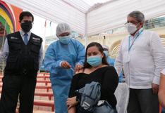 Tumbes comenzó a vacunar a su población con 336 mil dosis donadas por Ecuador