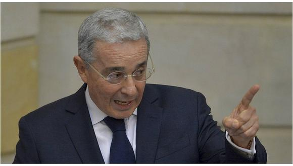 Colombia: Álvaro Uribe denuncia que la guerrilla ELN sigue extorsionando
