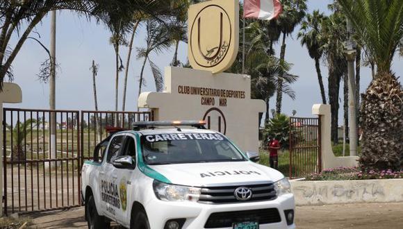 Agente policiales resguardan las instalaciones de Universitario de Deportes en Campo Mar. (Foto: Archivo GEC)