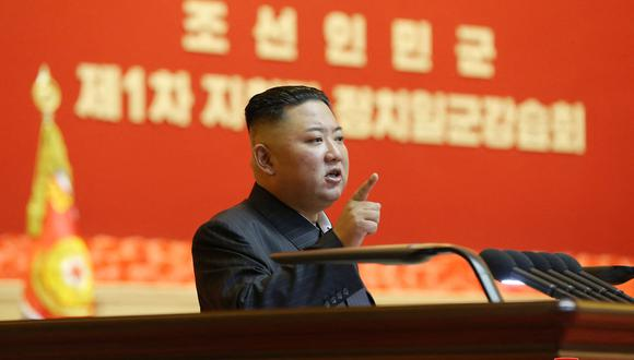 Esta imagen sin fecha publicada por la Agencia Central de Noticias de Corea (KCNA) oficial de Corea del Norte el 30 de julio de 2021 muestra al líder norcoreano Kim Jong Un. (Foto: STR / KCNA A TRAVÉS DE KNS / AFP)