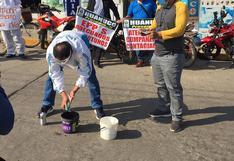 Trabajadores de EsSalud lavaron mascarillas en señal de protesta en Huánuco
