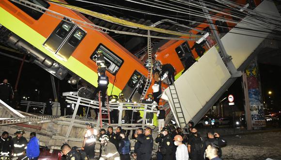 La imagen muestra el sitio de un accidente de tren del metro después de que un paso elevado colapsara parcialmente en la Ciudad de México el 4 de mayo de 2021. (Foto: Valentina ALPIDE / AFP)