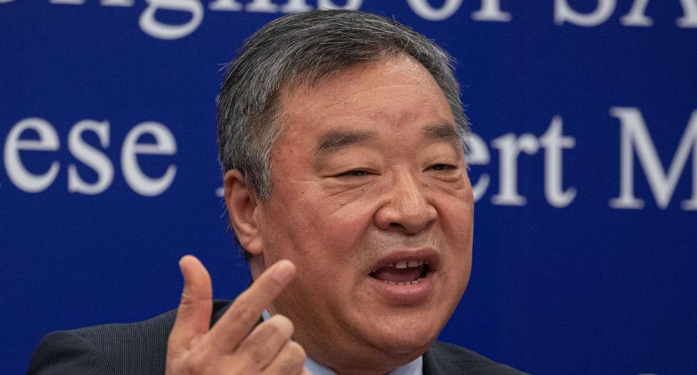 Liang Wannian, jefe del grupo de expertos en respuesta al COVID-19 en la Comisión Nacional de Salud de China, habla durante una rueda de prensa en el Comité Nacional de Salud en Beijing, el 31 de marzo de 2021. (EFE/EPA/ROMAN PILIPEY).