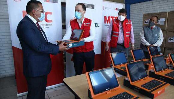 Huancavelica: la entrega de las dispositivos electrónicos son parte del proyecto de Instalación de Banda Ancha para la Conectividad Integral y Desarrollo Social. (Foto: MTC)