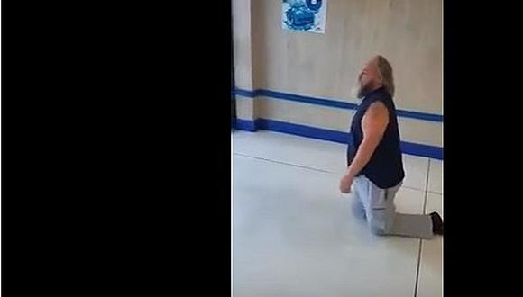 Le negaron el uso de silla de ruedas en supermercado y mira lo que hizo