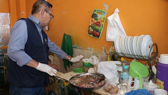 Puestos de comida en colegios de Cayma atienden en malas condiciones