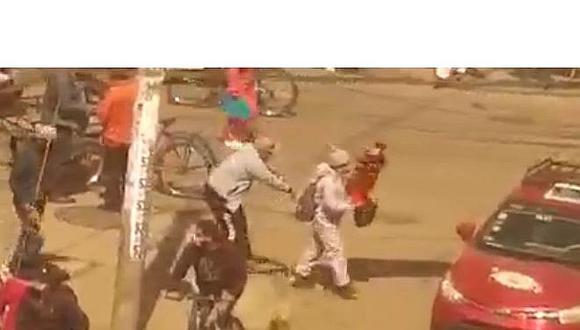 """Capturan a  ladrón """"manos de seda"""" que robó celular a peatón  (VIDEO)"""