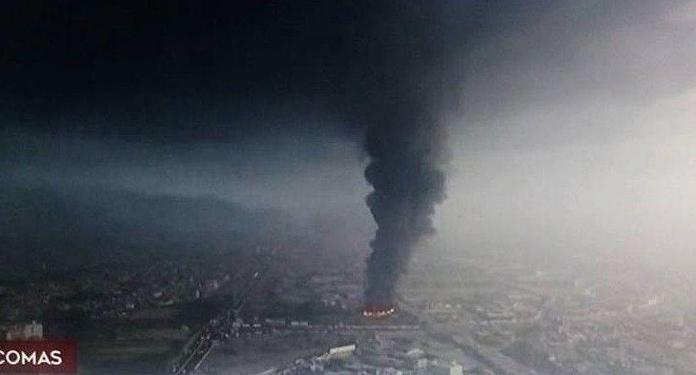 Nube tóxica se levanta sobre Lima Norte debido a voraz incendio (FOTO)