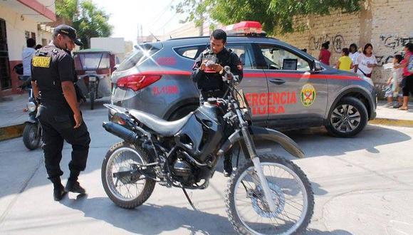Policía se enfrenta a balazos contra presuntos delincuentes y hiere a uno