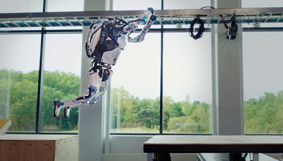 La compañía estadounidense ha asegurado que es la primera vez que su robot atlas ha sido capaz de realizar con éxito un circuito de obstáculos complejos. (Imagen: Boston Dynamics)