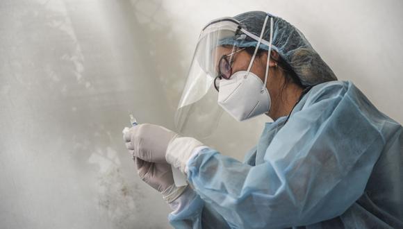 Sostienen que la cepa de Beijing, que se usa en la fase 1 de la vacunación en el país, previenen las formas graves del COVID-19.  (Foto referencial: Ernesto Benavides / AFP)
