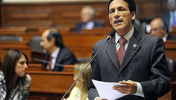 Congresista Segundo Tapia renuncia a la presidencia de Comisión de Ética
