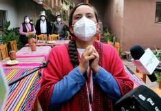 Verónika Mendoza retorna a Lima luego de sufragar en Cusco (FOTOS)