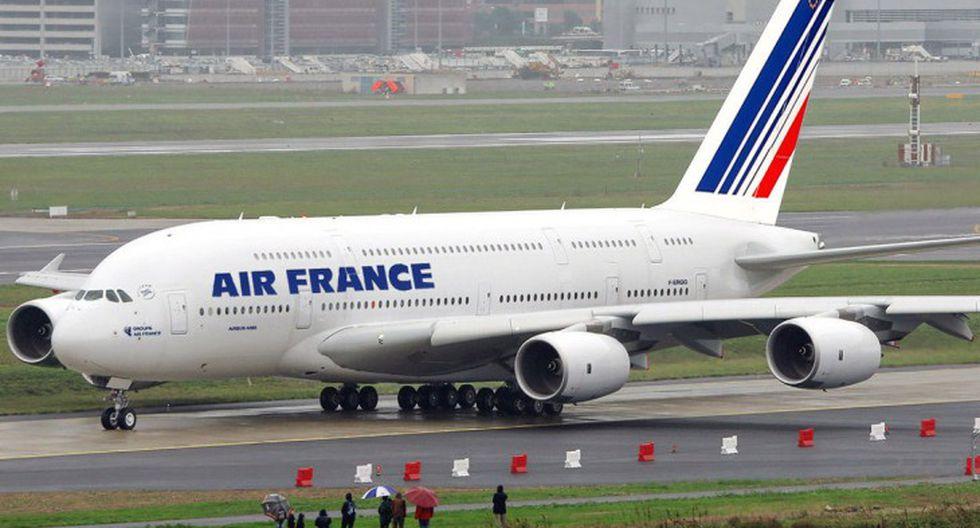 Francia: Hallan a niña escondida en equipaje de mano en avión