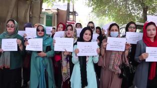 """Talibanes garantizan que las estudiantes volverán a la escuela """"Lo antes posible"""""""