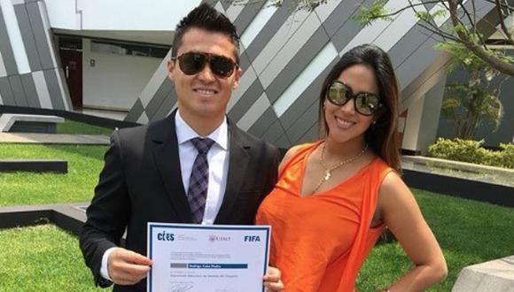 Melissa Paredes roba suspiros con look en graduación de Rodrigo Cuba (FOTOS)