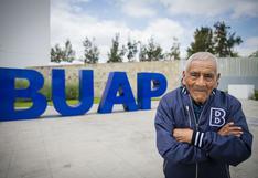 Felipe Espinosa, el hombre que se graduó como ingeniero a los 84 años, mientras vendía verduras
