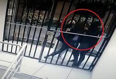 Periodista fue cogoteada por delincuentes durante asalto en la puerta de su casa de Cercado de Lima (VIDEO)