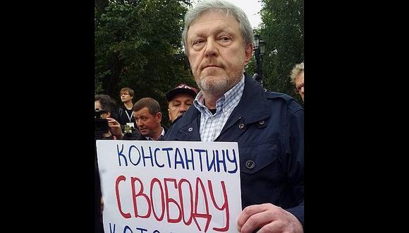 Opositores de Vladimir Putin realizan plantones pacíficos en Moscú