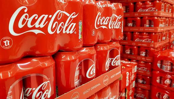 Hombre de 22 años murió luego de beber 1,5 litros de Coca Cola. (Foto: EFE)