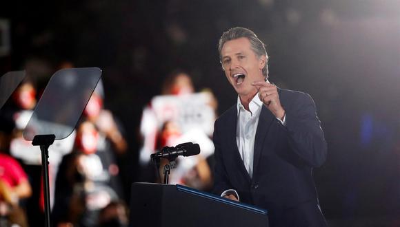 El gobernador de California, Gavin Newsom, habla durante un evento de campaña en Long Beach el13 de septiembre de 2021. (EFE / EPA / CAROLINE BREHMAN).