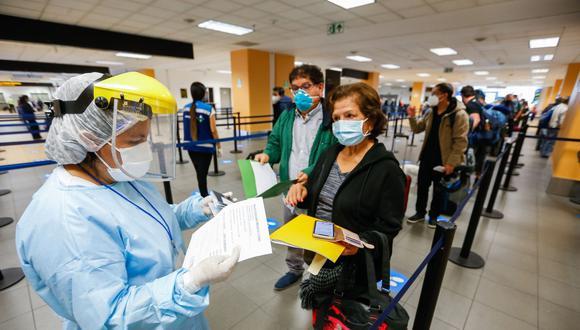 Viajeros deben contar con una prueba molecular o antígena con resultado negativo al COVID-19. (Foto: Andina)
