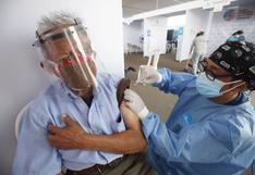 ¿Cómo el adulto mayor puede darse cuenta de que usan una jeringa vacía durante su vacunación? (VIDEO)